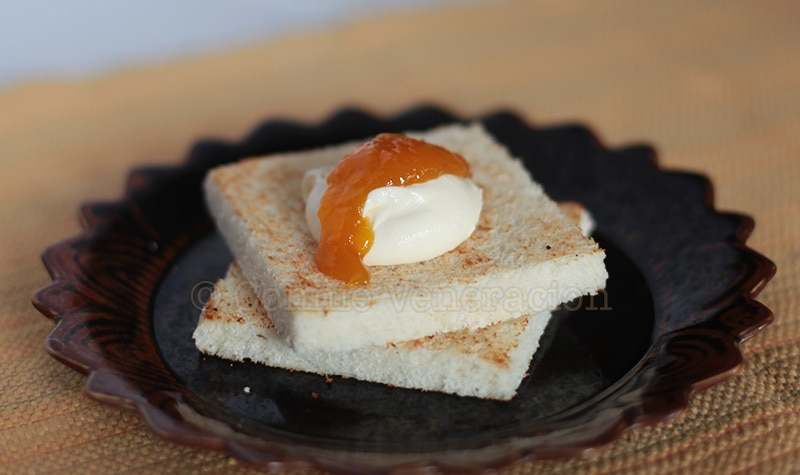 Cream cheese and mango jam breakfast sandwich | casaveneracion.com