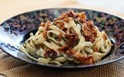 Linguine with spinach and yogurt sauce