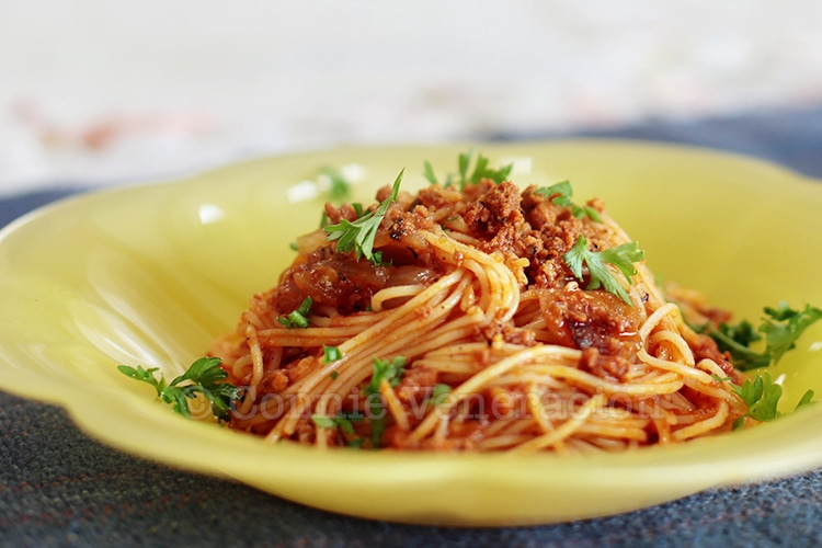 Angel Hair Pasta With Crumbled Chorizo | casaveneracion.com