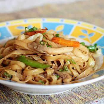 Vegetarian lo mein with fresh oyster mushrooms and soy-lemon sauce