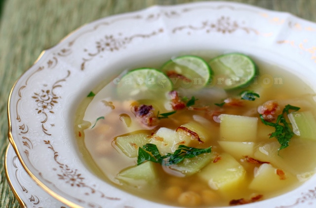 Chickpea, potato and chayote soup with Himalayan black salt | casaveneracion.com