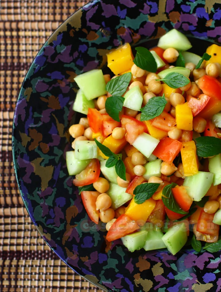 Chickpeas salad with fresh mango | casaveneracion.com