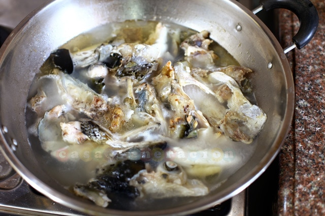 boiling fish heads and bones to make a fish broth