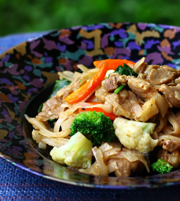Stir fried noodles with brandied pork and vegetables | casaveneracion.com