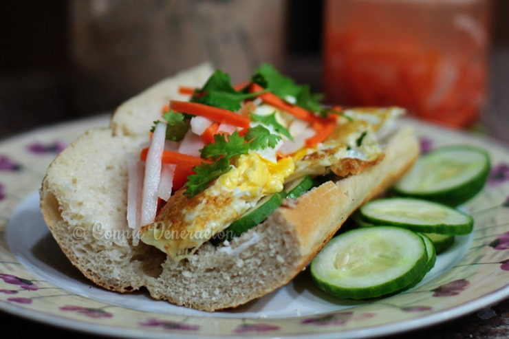 Banh mi sandwich with fried eggs | casaveneracion.com