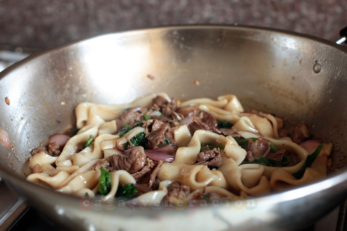 I'm not really sure about the spelling of the dish. Hofan? Hofun? Ho fun? The dish itself is beef chow fun but most Chinese restaurants simply list it in the menu as beef hofan or beef hofun. Whatever the spelling, here's a recipe for the the best beef hofun ever!