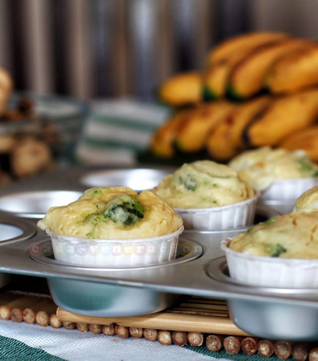 Breakfast muffins with broccoli, mozzarella and chilies