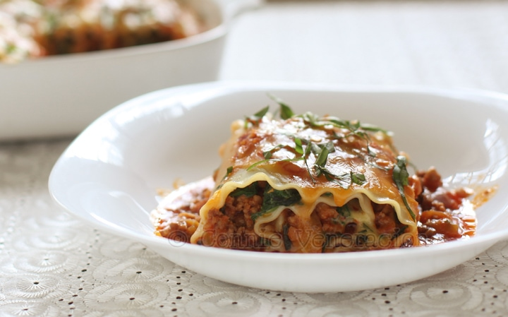 Lasagne roll-ups with chunky meat sauce