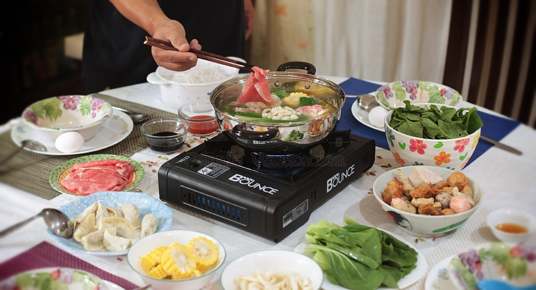 Hot pot (steamboat) lunch at home is a lot of fun | casaveneracion.com