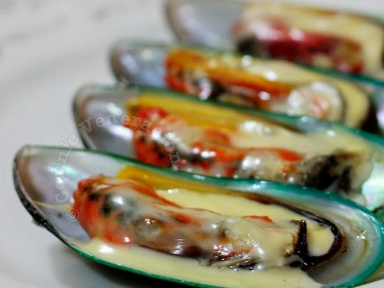 Baked mussels with butter and cheese