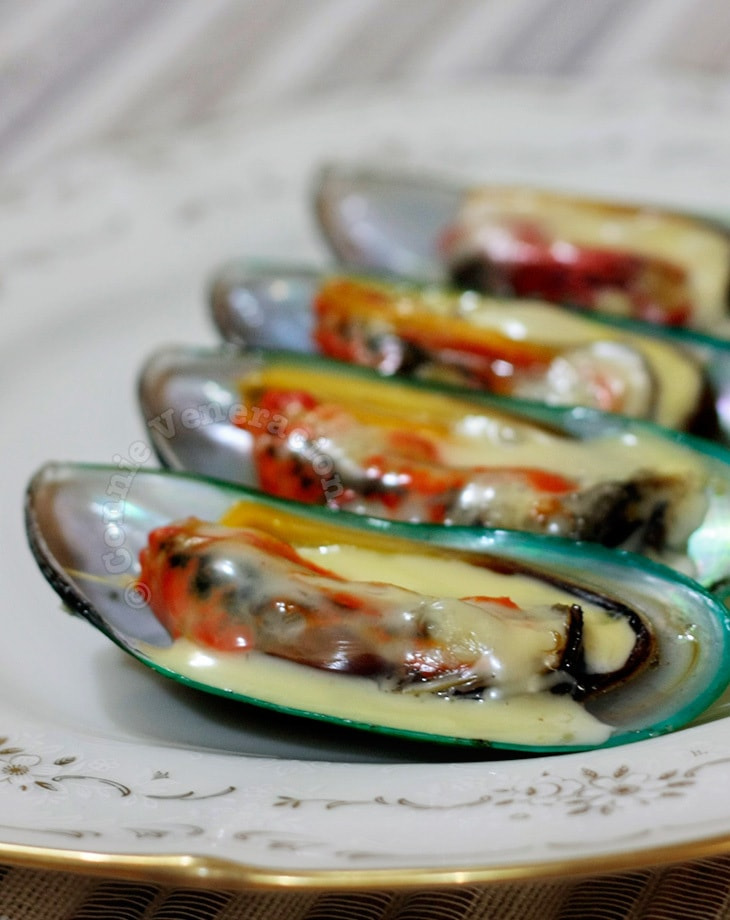 Baked mussels with butter and cheese | casaveneracion.com