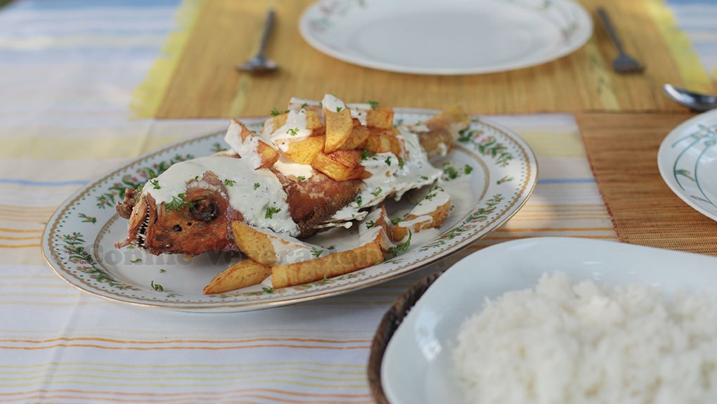 Fish and fries with garlic-lemon mayo sauce | casaveneracion.com