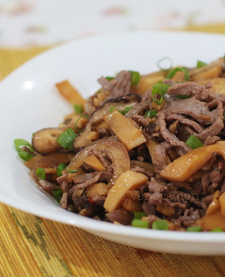 Beef, bamboo shoots and mushrooms stir fry