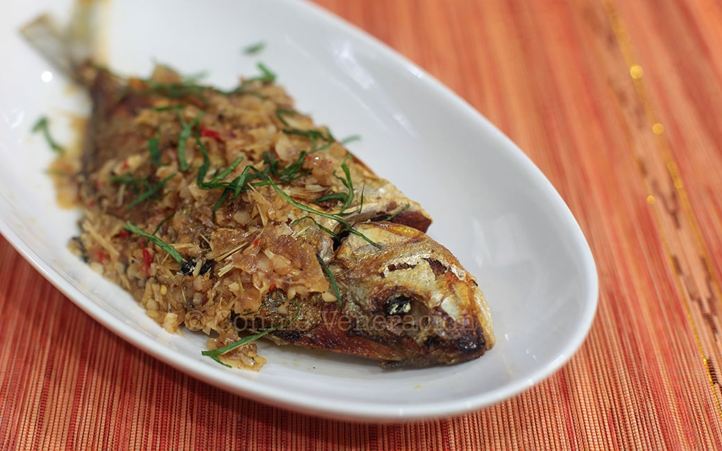 Whole fish braised in lemongrass and ginger sauce casa for Whole foods fish sauce