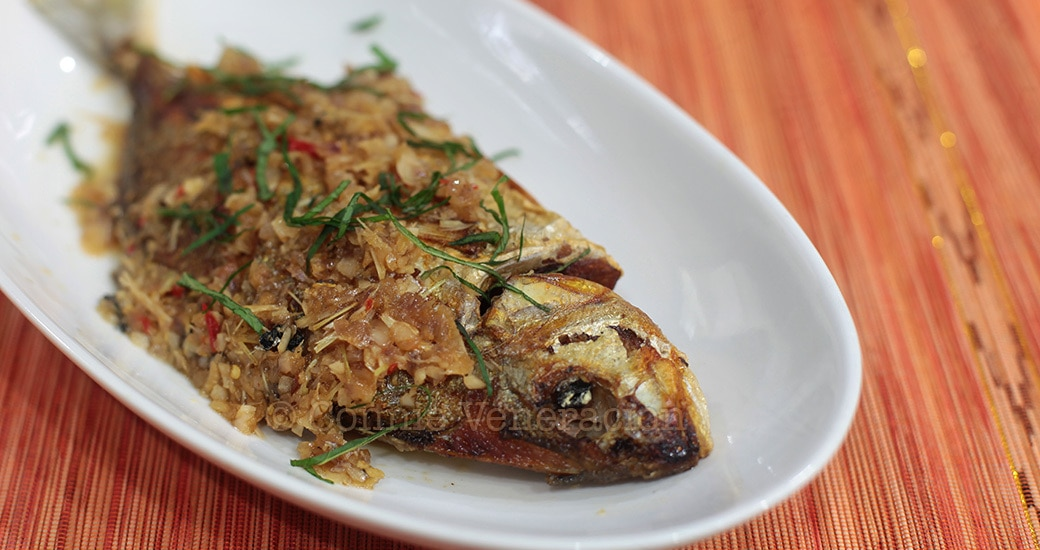 Whole fish braised in lemongrass and ginger sauce | casaveneracion.com