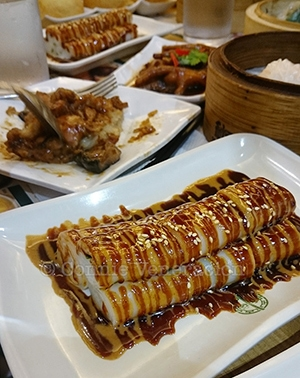 vermicelli rolls with sweet and sesame sauce