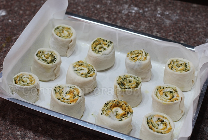 Rolled bread with pesto and cheese filling