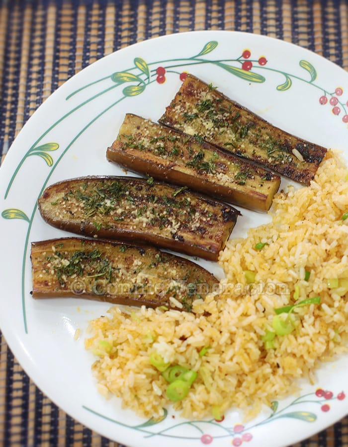 Pan-grilled eggplant and spicy scallion fried rice | casaveneracion.com