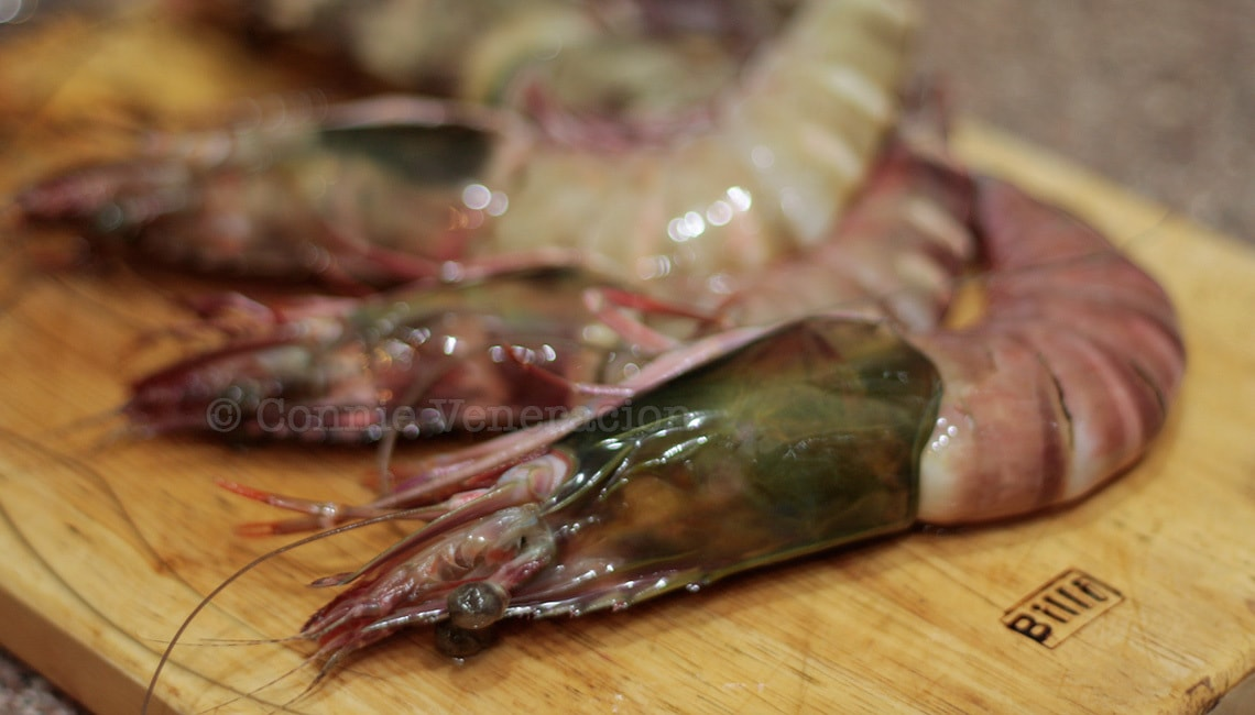 How to clean, peel and devein shrimp and prawn | casaveneracion.com