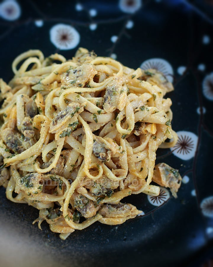 Linguine and clams with 3-cheese sauce