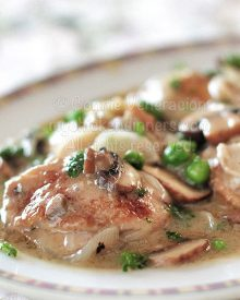Braised Chicken Thighs With Mushrooms and Peas