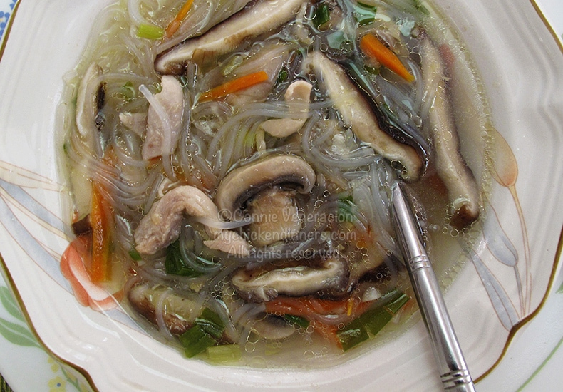 Chicken Soup With Mushrooms and Vermicelli | casaveneracion.com