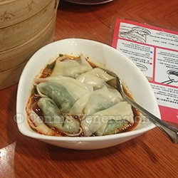 Wonton with spicy sauce