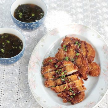Tonkatsu (Japanese Deep-fried Breaded Pork Cutlet)