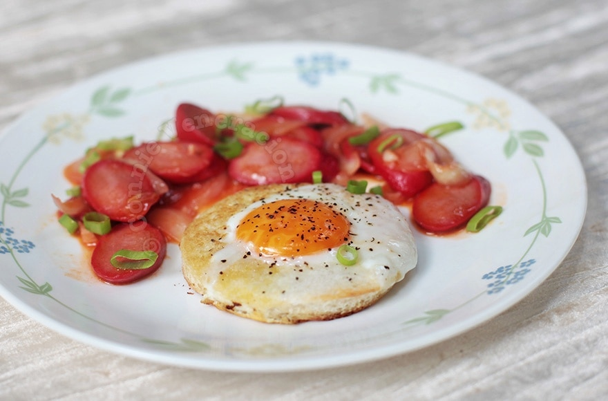 Egg-in-the-Hole With Spicy Hotdogs | casaveneracion.com