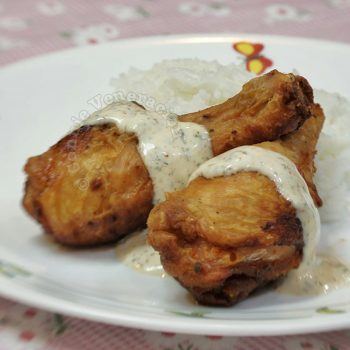 Herbed Fried Chicken With Creamy Spicy Sauce