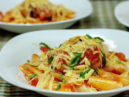 Chicken and Pasta With Tomato-wine Sauce