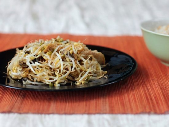 Japanese-style Simmered Bean Sprouts, Tofu and Kombu