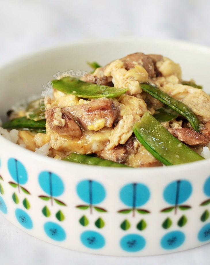 Chicken, Scrambled Eggs and Snow Peas Rice Bowl