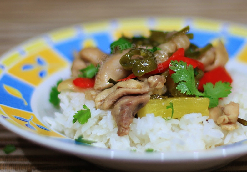 Vietnamese-style Chicken and Pineapple Stir Fry | casaveneracion.com