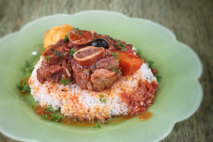 Warm Up With This Slow Cooker Mediterranean Beef Stew | casaveneracion.com
