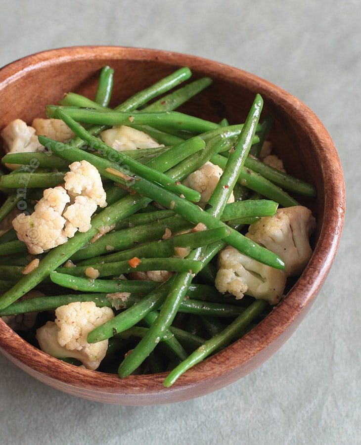 Green Beans and Cauliflower With Spiced Butter | casaveneracion.com