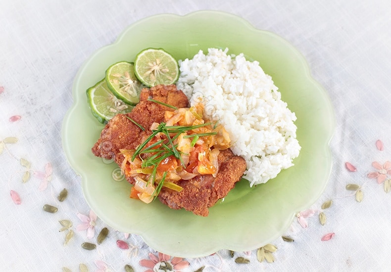 Chicken Fried Steak With Kaffir Lime Salsa | casaveneracion.com