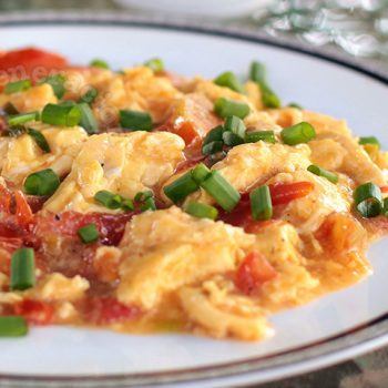 Chinese Scrambled Egg With Tomatoes