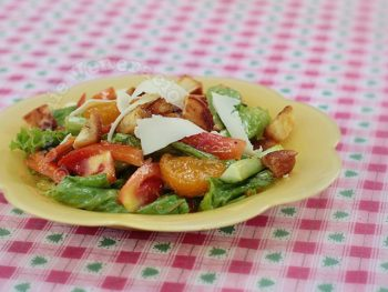 Vegetable and Mandarin Orange Salad With Strawberry Vinaigrette