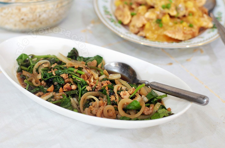 Sautéed Spinach With Dried Shrimps | casaveneracion.com