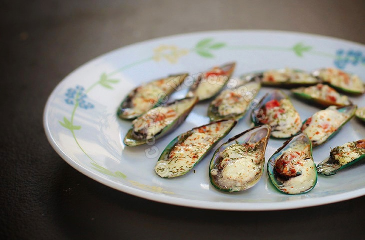 Steamed Mussels With Spicy White Sauce | casaveneracion.com