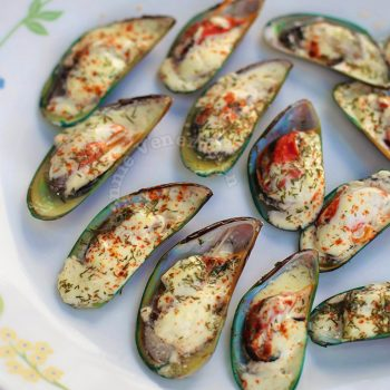 Steamed Mussels With Spicy White Sauce