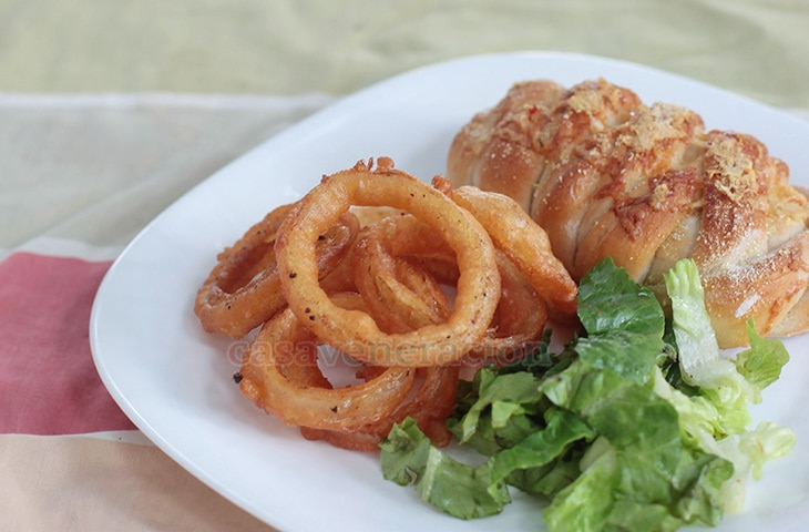 Alex's Beer-battered Crispy Onion Rings | casaveneracion.com