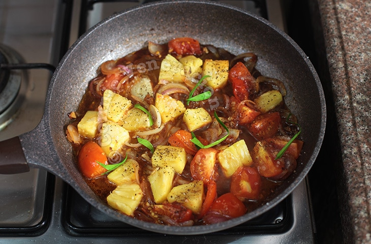 Chicken, Tomatoes and Pineapple Stew