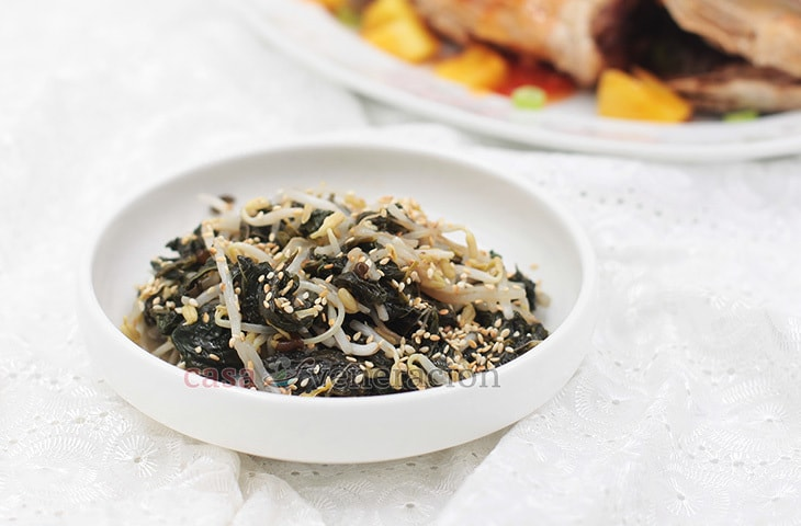 Mung Bean Sprouts and Spinach Salad