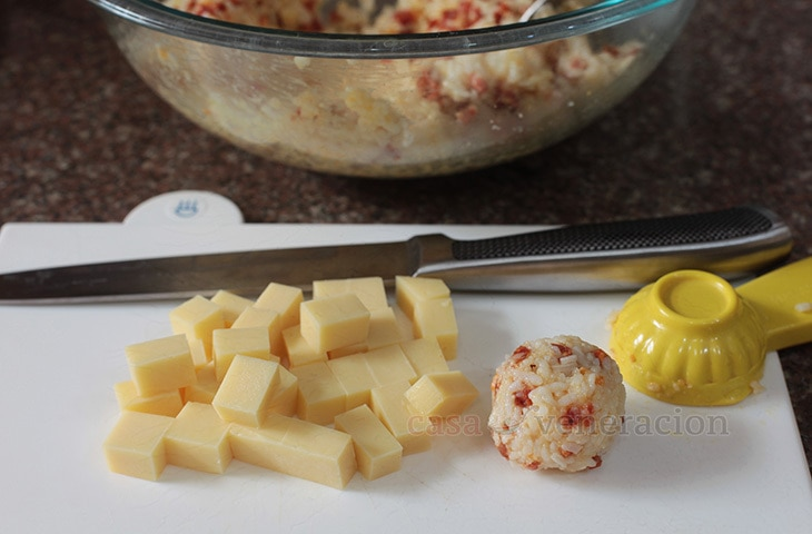 Arancini-style Cheese-stuffed Rice Balls