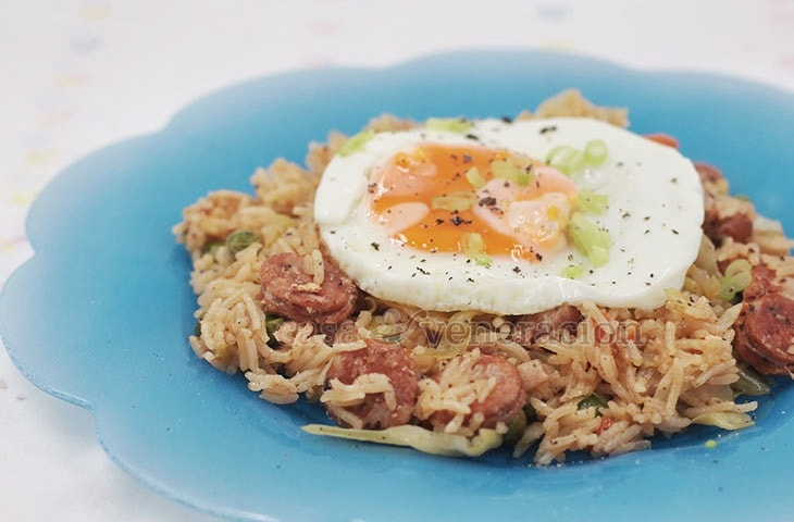 A popular dish in Puerto Rico and Colombia, arroz con chorizo, or rice with sausage, is a one-pan dish that is tasty, filling and so easy to make.