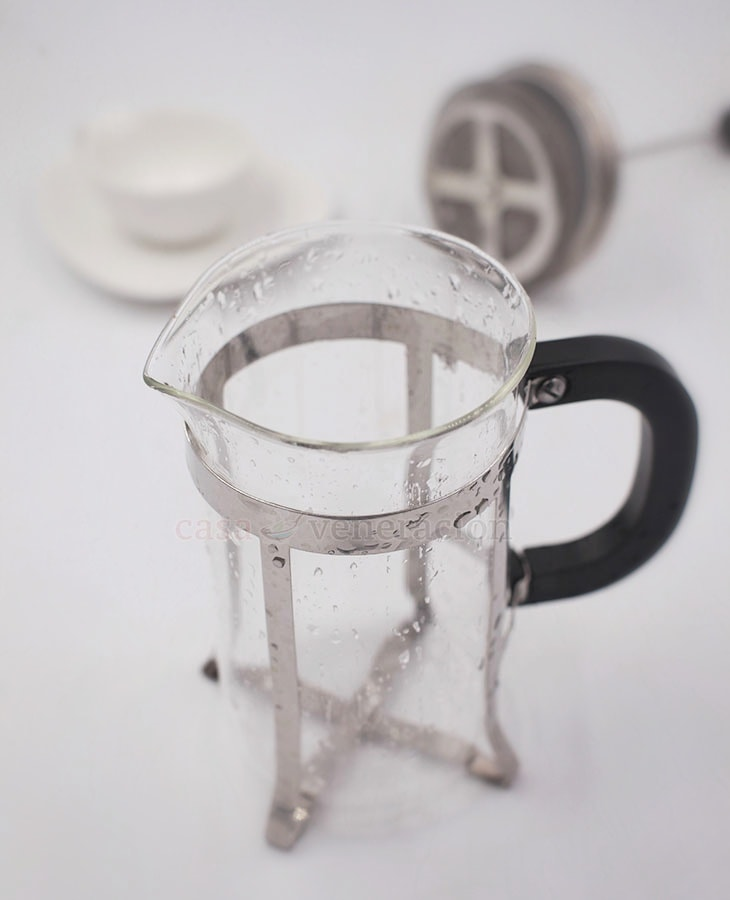 French coffee press parts: the beaker where you put in the ground coffee and hot water. The beaker of our French press is made of glass. Some are made of plastic while others are made of metal.