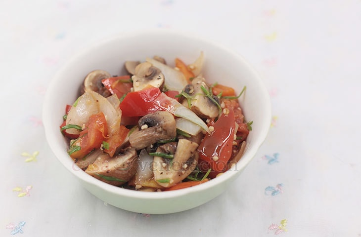 An easy to prepare appetizer, these pepper garlic mushrooms are cooked butter butter and lime juice. The red peppers add color and a subtle sweetness.