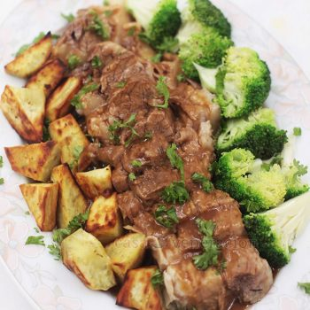 Perfect for the cooler weather, this pot roast and gravy with vegetables requires a few hours of cooking BUT with very little supervision. Easy. Delicious.
